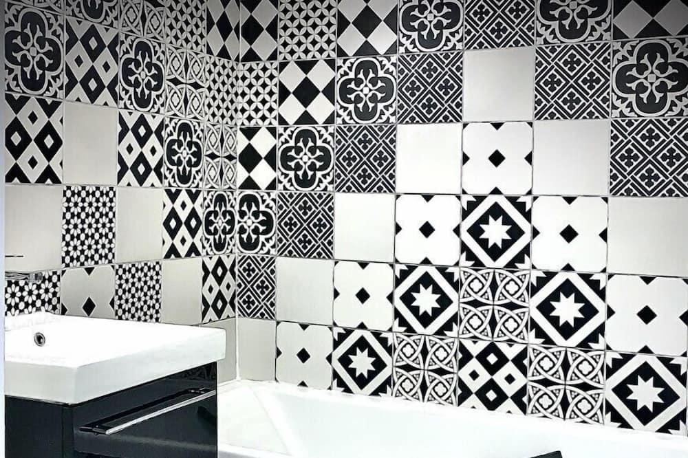 Huoneisto, Makuuhuoneen yhteydessä oleva kylpyhuone - Kylpyhuone