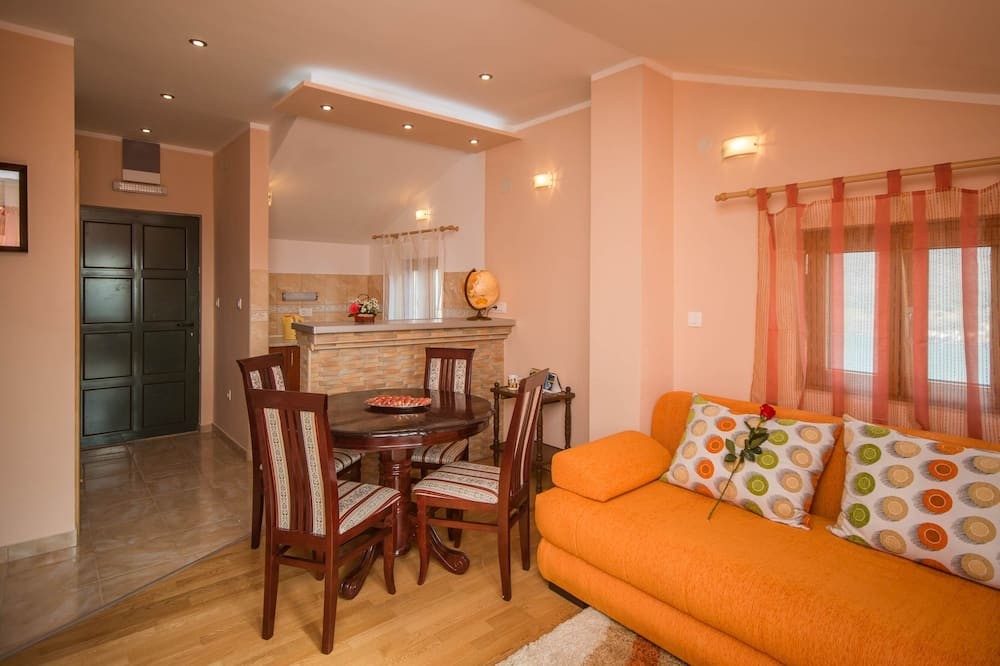 Comfort House - Ruang Tamu