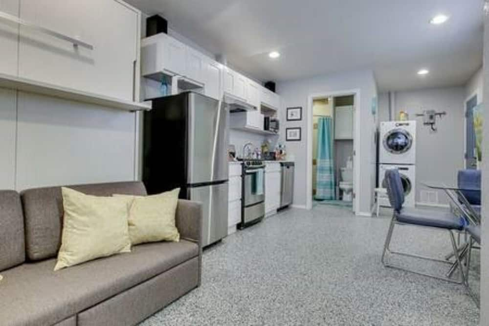 Near to OUHSC Hospitals-Garage Studio - Living Area