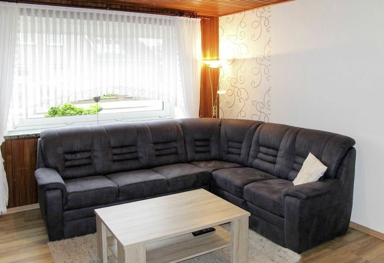 Cosy Apartment for 4 Guests With Wifi, TV, Pets Allowed and Parking, Neuenkirchen, Elutuba