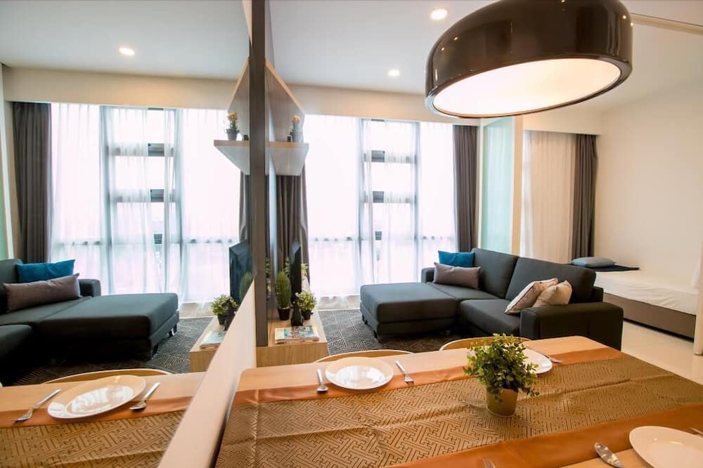 1+1BR LUXEHOME @ BUKIT BINTANG & KL CITY - Living Area
