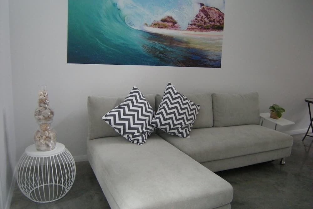 Elizabeth Boomerang - Living Room