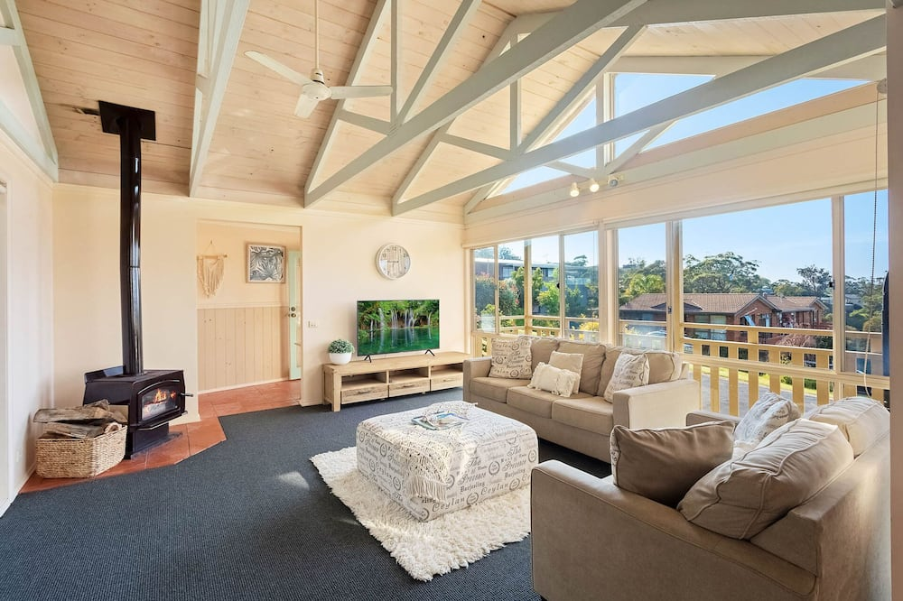 Family House, 4 Bedrooms - Living Area