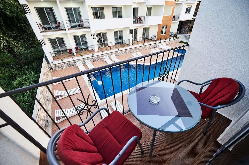Triple Room, Pool View - Balcony