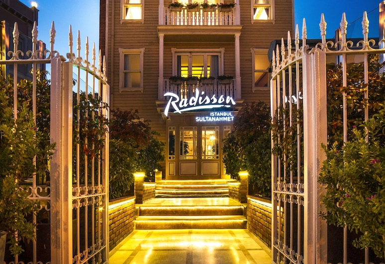 Radisson Hotel Istanbul Sultanahmet, Istanbul, Hotel Front – Evening/Night