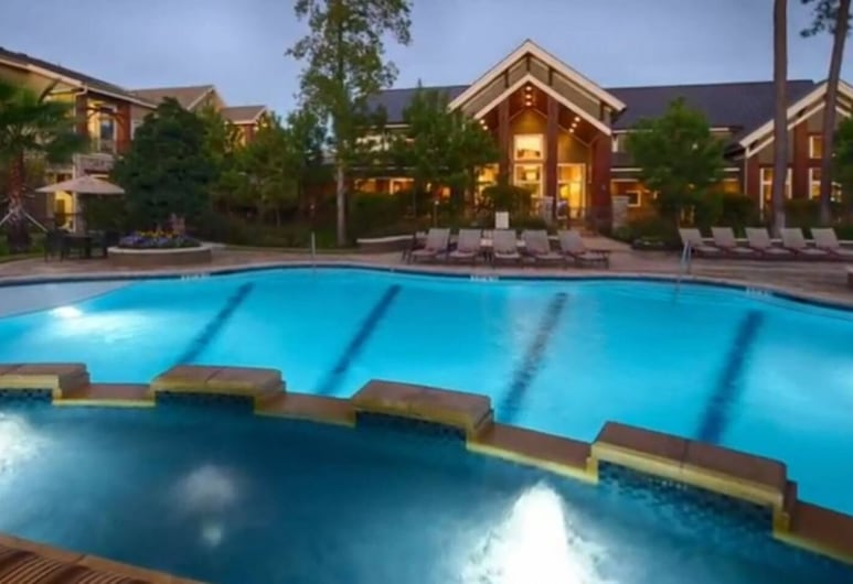 Stunning Modern Home Gated Community Pool & Gym, The Woodlands, Pool