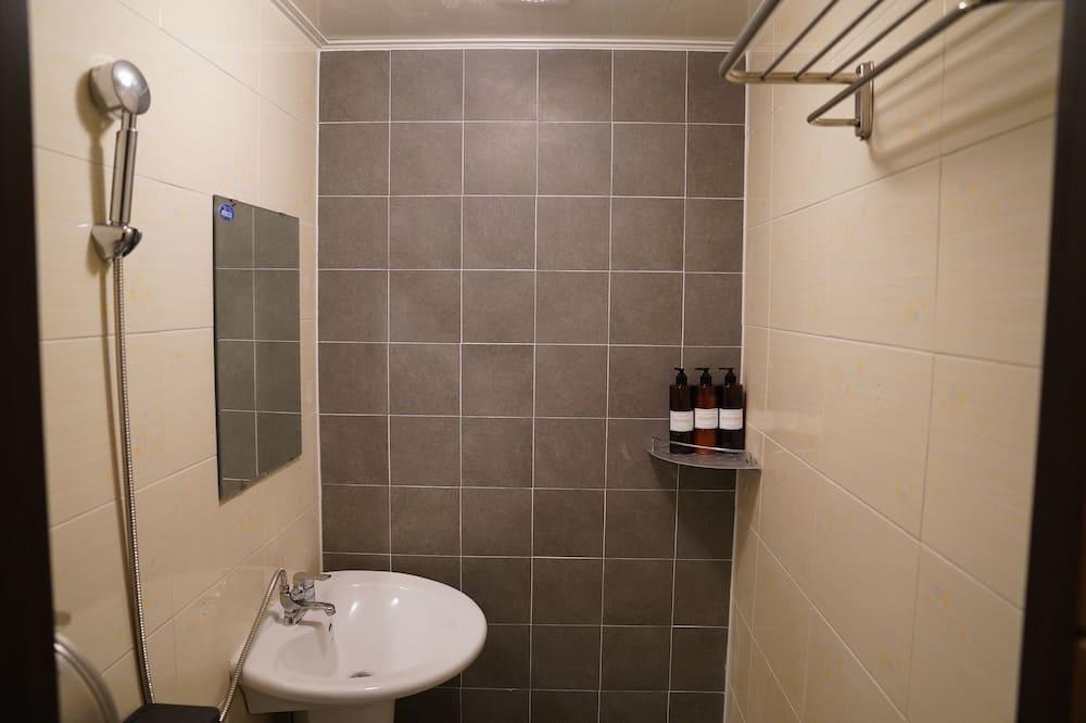 Bendrabutis, tik moterims - Vonios kambarys