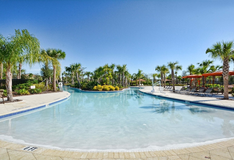 Enjoy the Private View! Roomy Town Home With Pool, 20 Mins From Disney #5st739, Davenport, Bazen