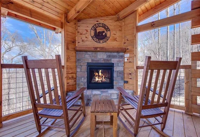 Lasting Impressions, 3 Bedroom, Hot Tub, Fireplace, Pets, Wifi, Sleeps 12, Gatlinburg