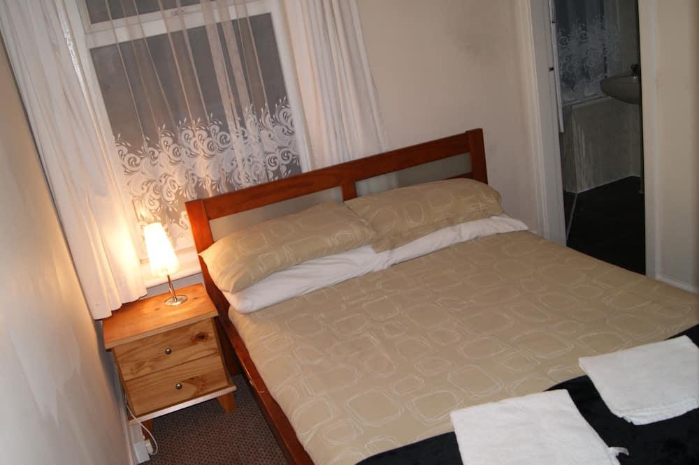 Double Room (Room 5) - Bilik Tamu