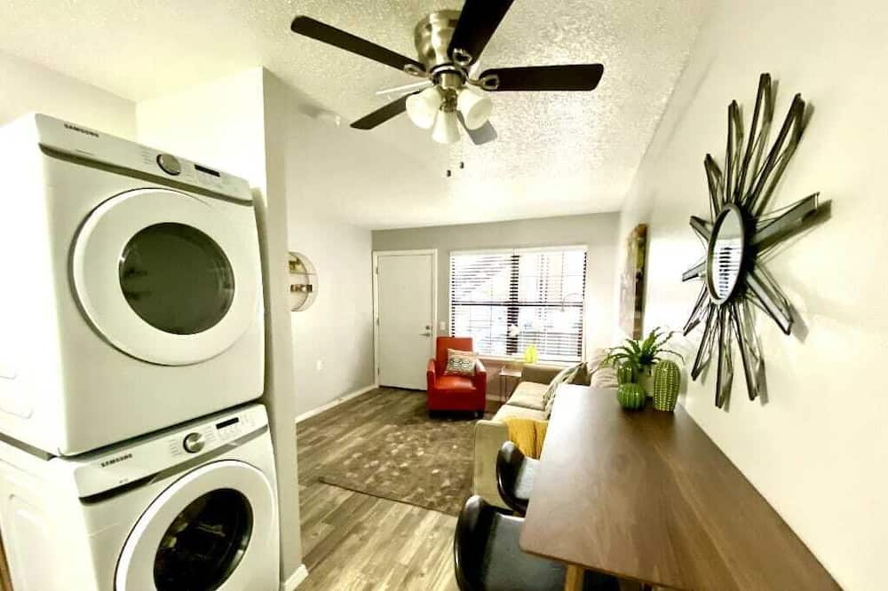 1 Bed Apt next to SW Integris Near Downtown - Living Area