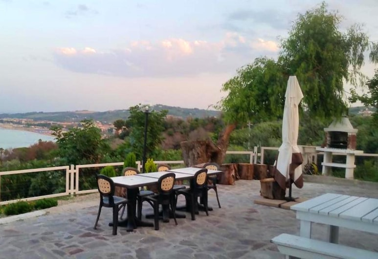 House With 2 Bedrooms in Provincia di Chieti, With Wonderful sea View and Enclosed Garden - 4 km From the Beach, Vasto, Terrazza/Patio