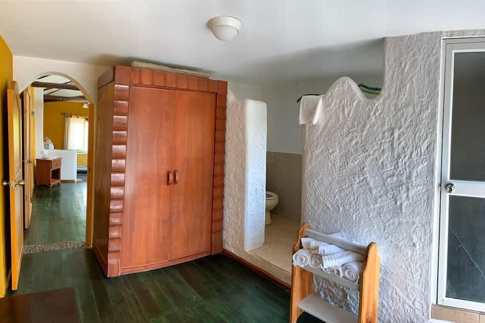 Quadruple Room - Badeværelse