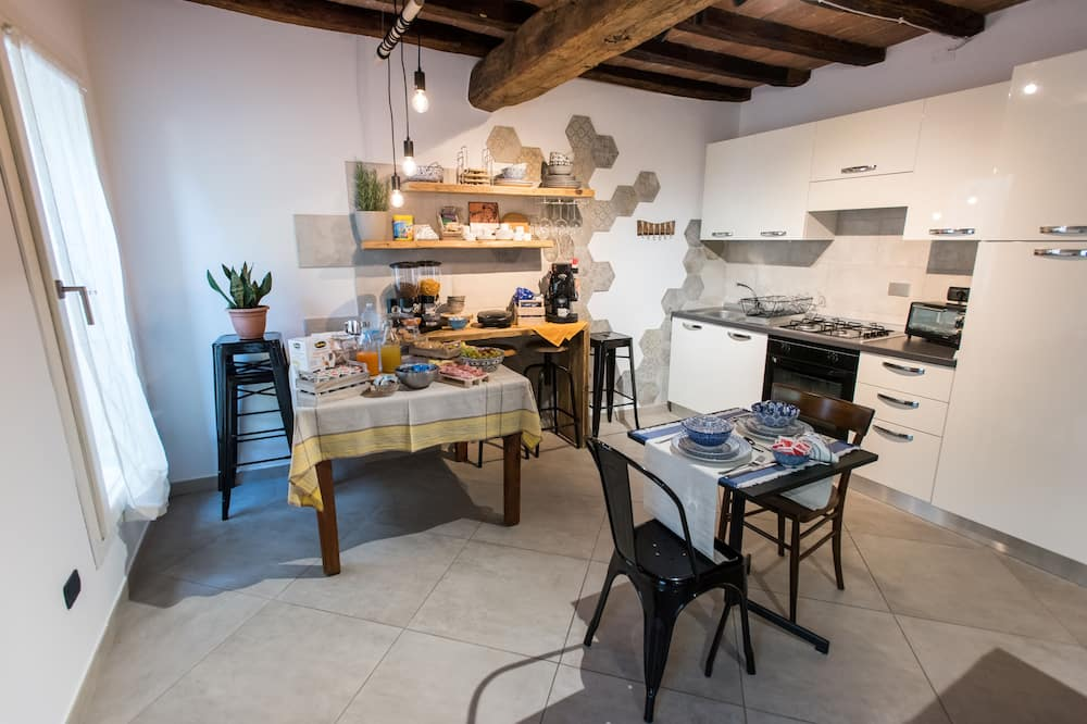 Family Room (Luna) - Shared kitchen