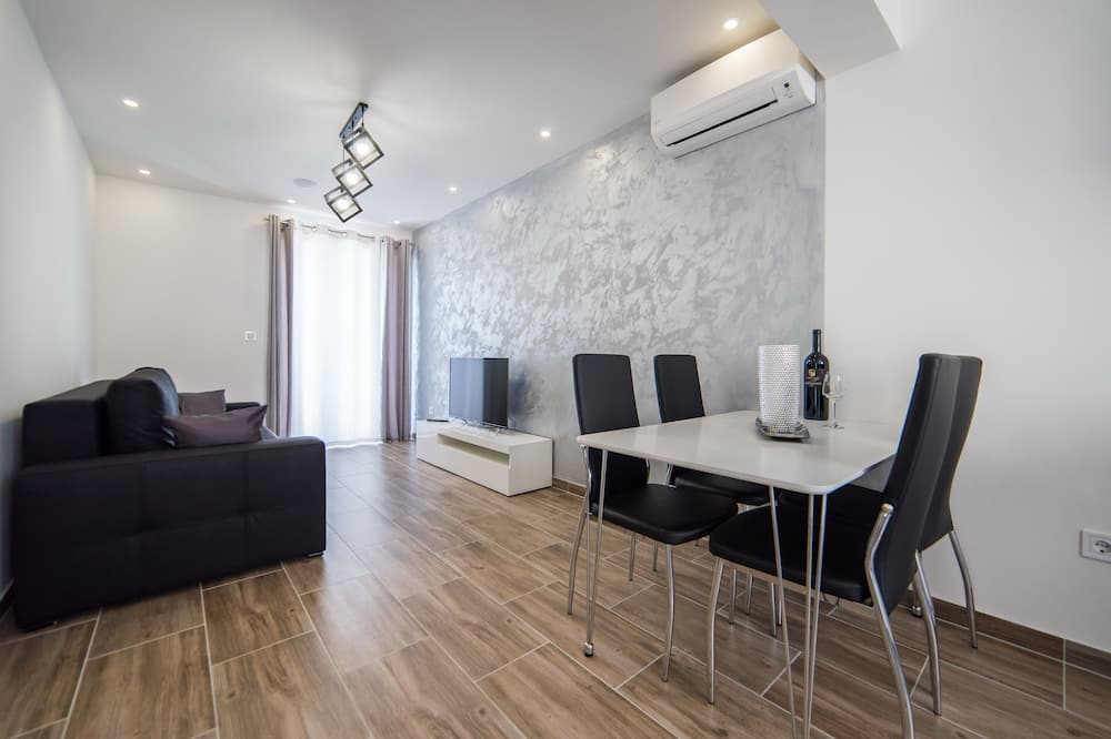 Silver Apartment - Living Area
