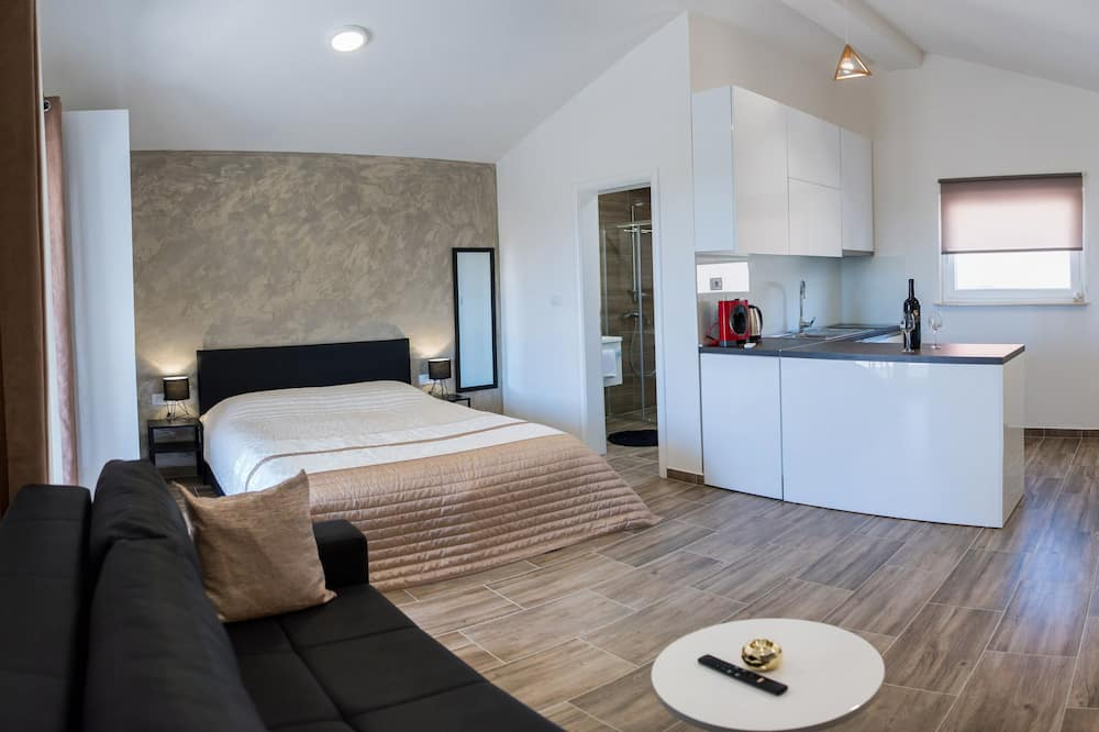Gold Apartment - Living Area