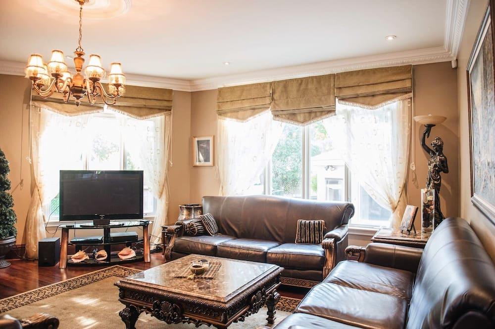 Luxury House - Living Room