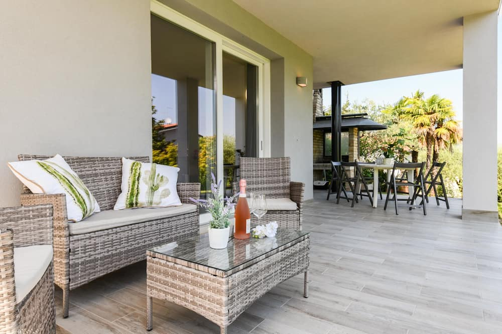 Chalet, 2 Bedrooms, Smoking, Pool Access - Balcony
