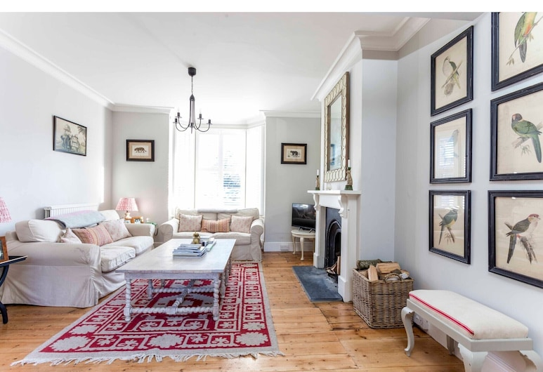 Elegant and Charming 2 Bedroom Home in Cambridge, Cambridge