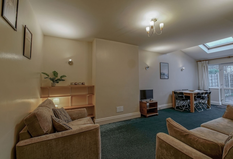 Spacious & Clean House for up to 7, Manchester!, Manchester