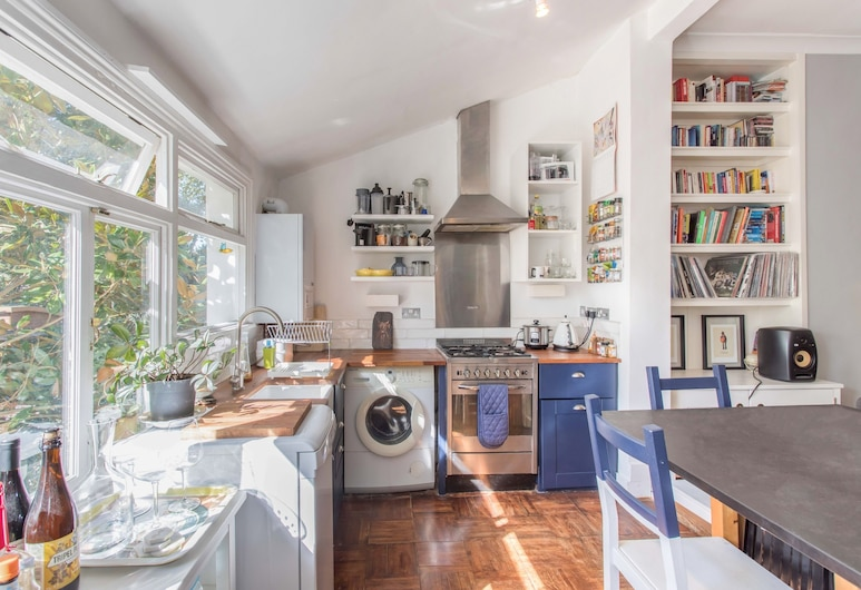 Beautiful 1-br Flat With Garden in Stoke Newington, لندن, شقة (1 Bedroom), غرفة معيشة
