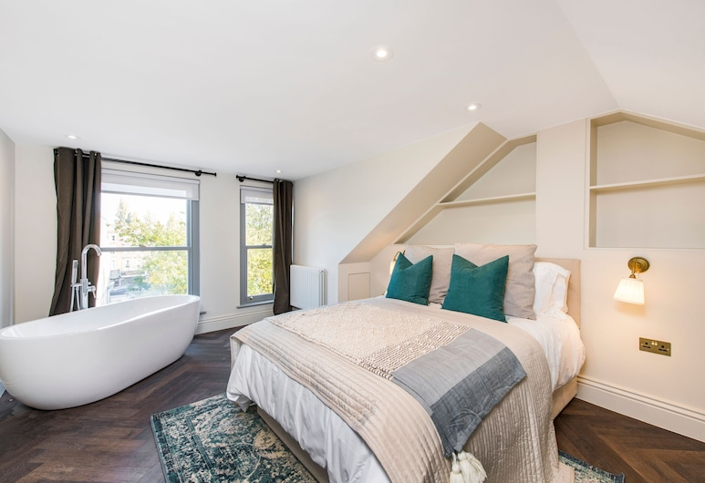 Alluring, Modern and Creative 2BR With Terrace, London