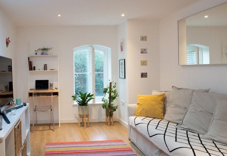 Bright & Modern 1-bedroom Flat in East London, לונדון