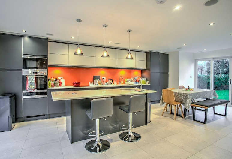 Modern Massive Family Home South Manchester, Manchester