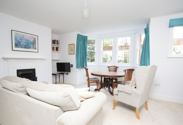 Lovely Central Oxford Apartment + Sun Trap Patio, Oxford
