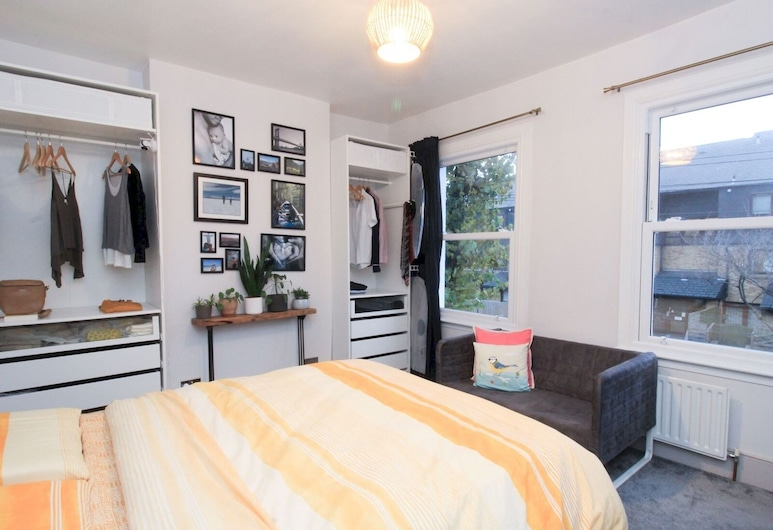 Lovely 3-bedroom House With Garden in Leyton, London, Soba