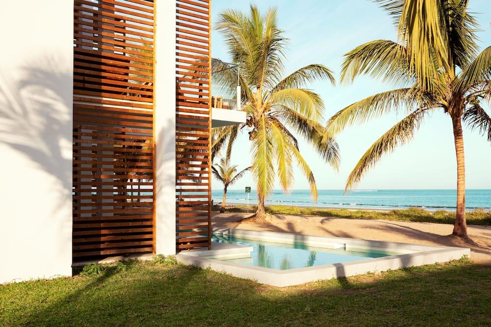Numeris su vitrininiais langais, atskiras baseinas, vaizdas į vandenyną - Paplūdimys