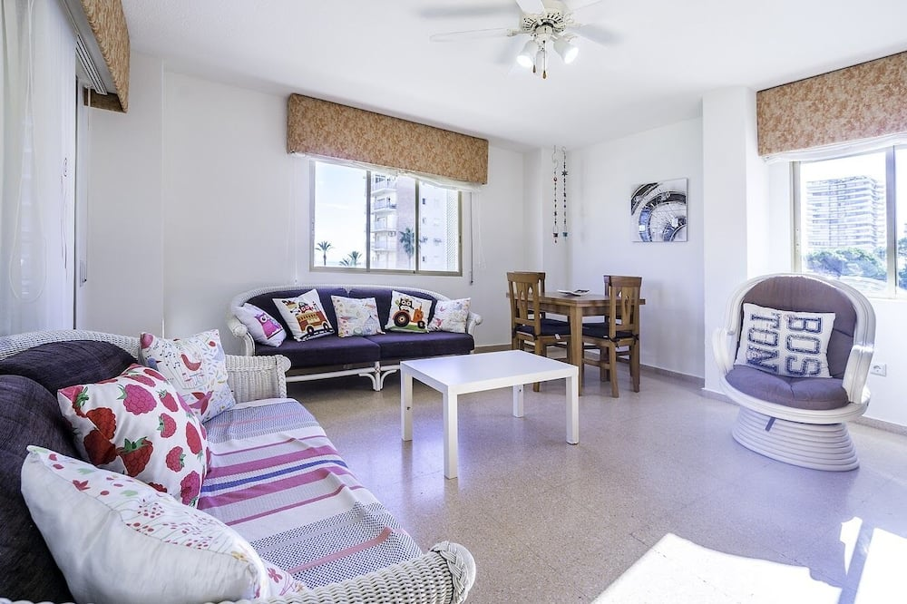Apartment, 4 Bedrooms, Non Smoking, Sea View - Living Room