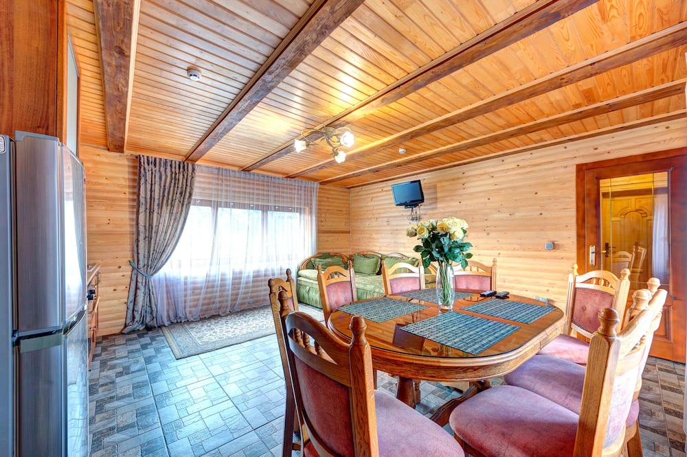 Cottage (8 Adults) - In-Room Dining