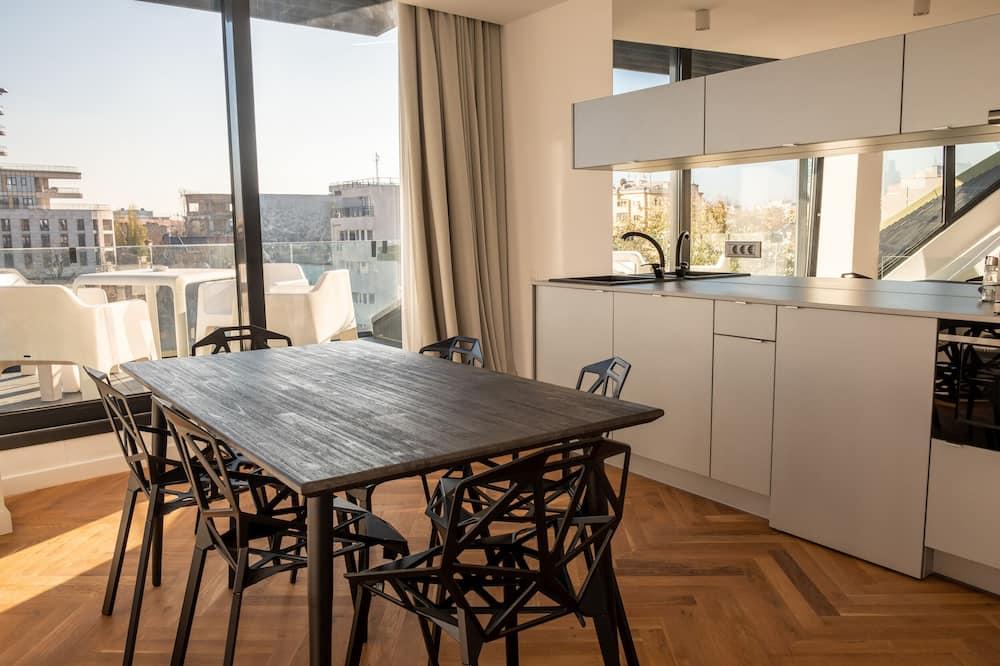 City Loft - In-Room Dining