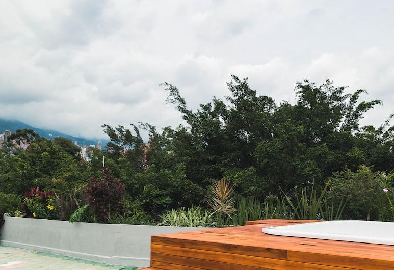 Viajero Hostel Medellin, Medellin, Vanjska masažna kada