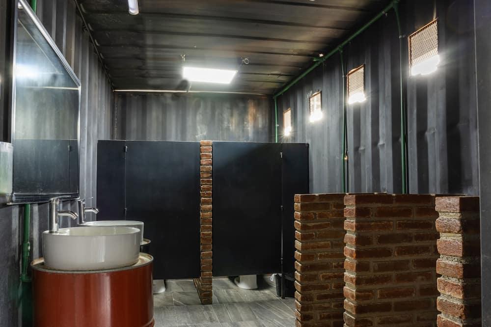 Economy Room, Multiple Bedrooms - Bathroom