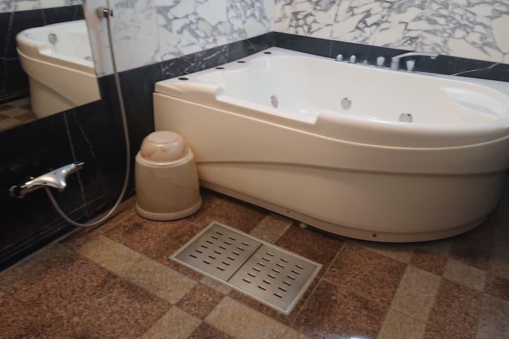 Double Room (B) - Bathroom