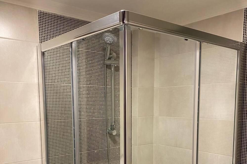 Superior-Studio - Dusche im Bad