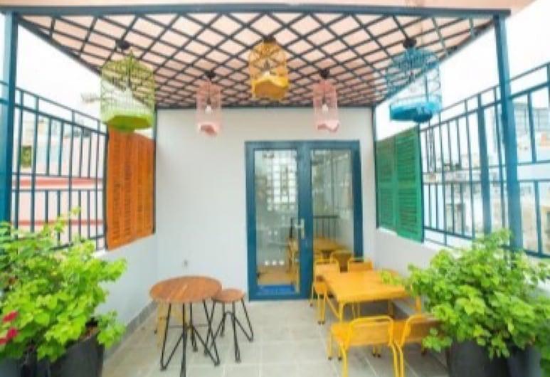 Red Roses Hostel Bui Vien, Ciudad Ho Chi Minh, Habitación familiar, Terraza o patio