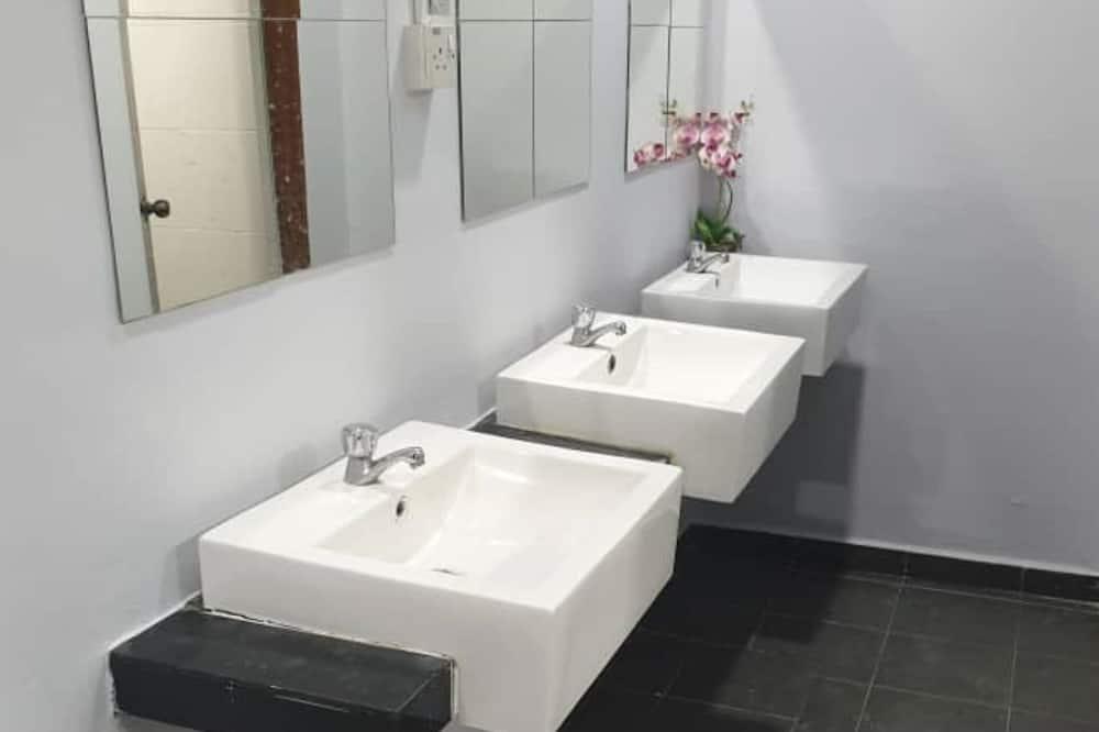 Dormitorio compartido estándar, dormitorio mixto - Baño