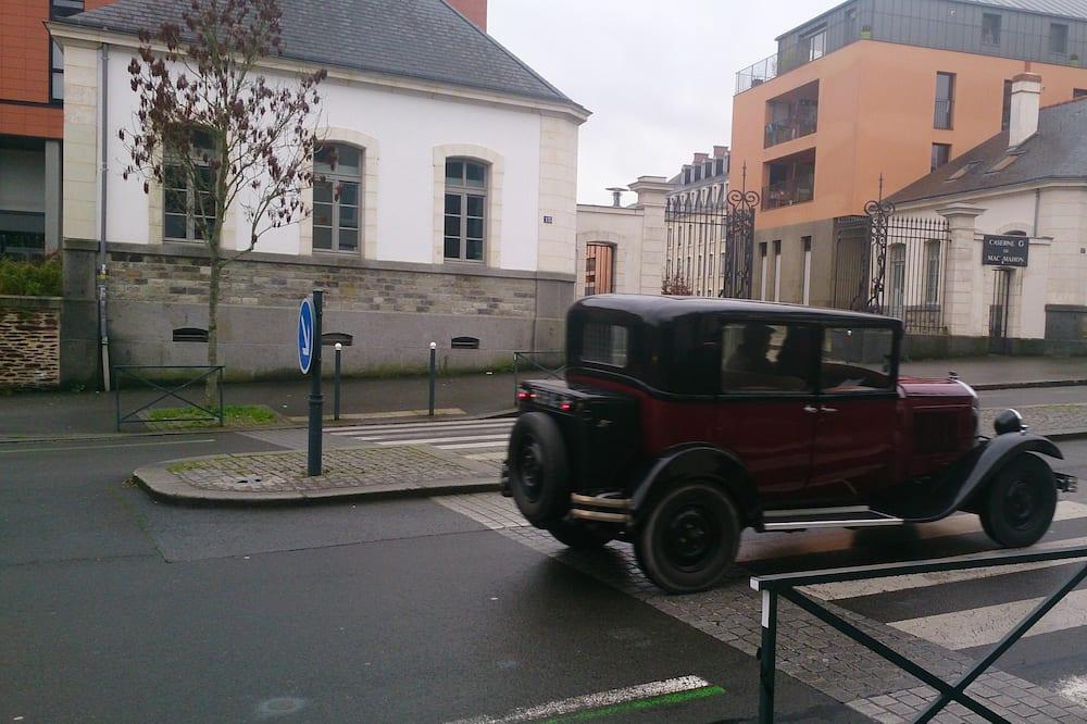 Standard Room - Street View