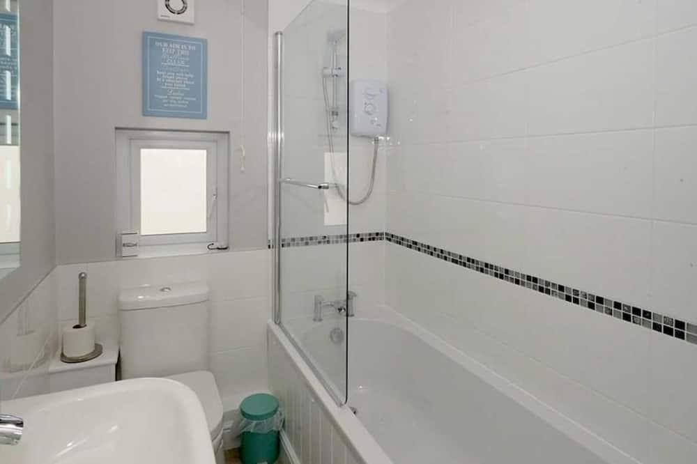 Ferienhaus (2 Bedrooms) - Badezimmer