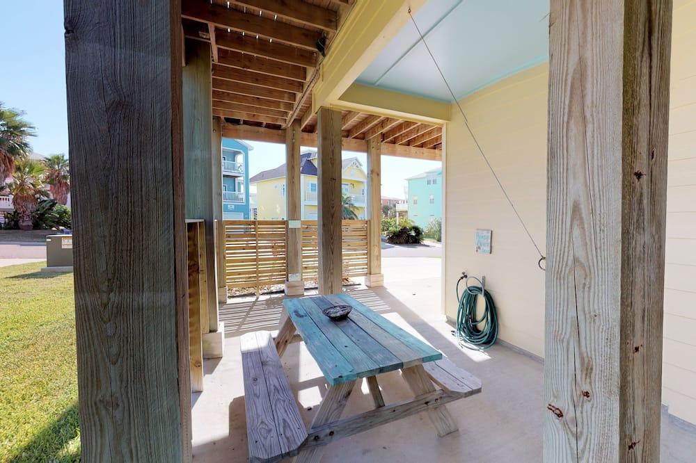 House, 5 Bedrooms - Balcony