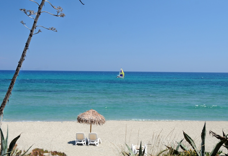 Riva Bella Naturiste Thalasso & Spa Resort, Linguizzetta, Strand