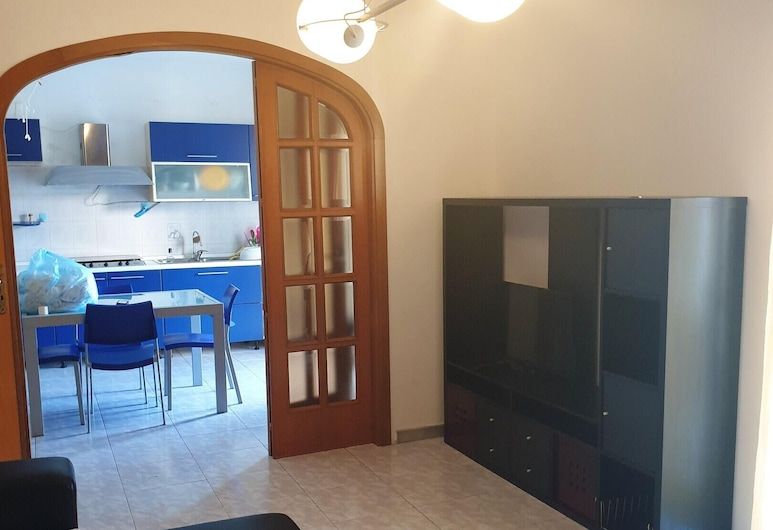 Apartment With 3 Bedrooms in Milazzo, With Furnished Balcony - 50 m From the Beach, Milazzo, Dnevna soba