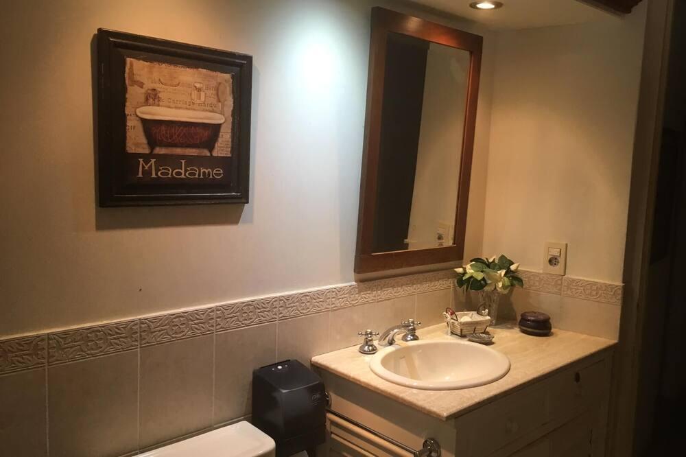 Dobbeltværelse - 2 enkeltsenge - Badeværelse