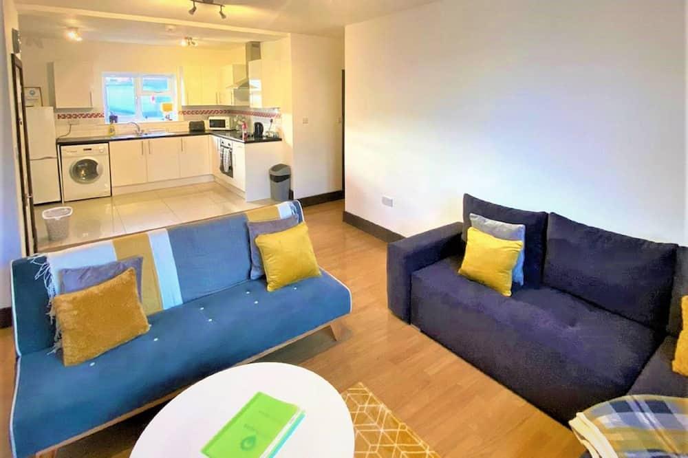 프리미어 아파트 - 거실 공간