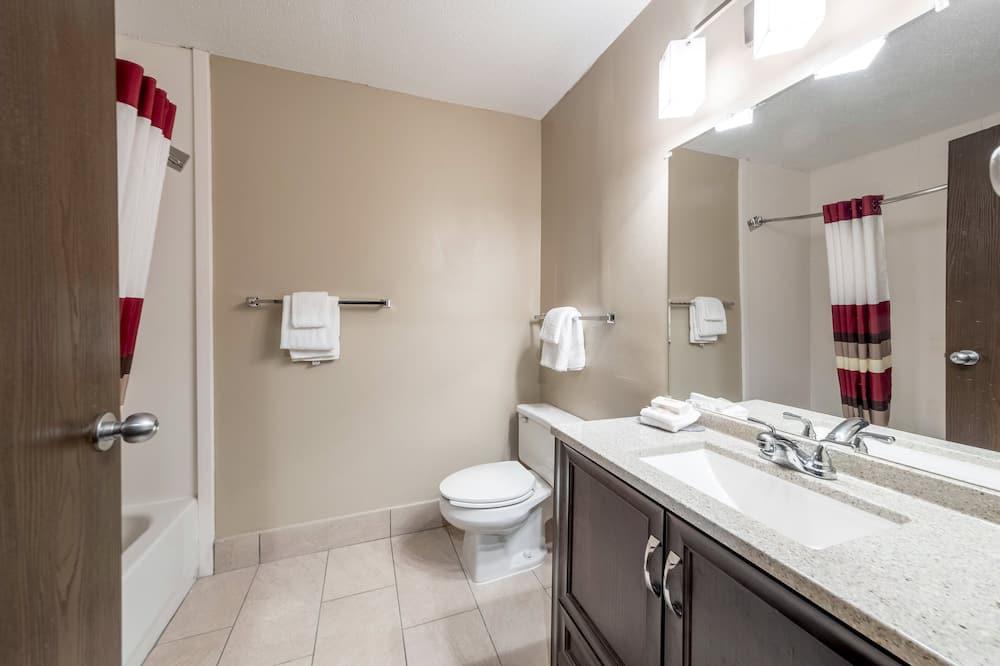 高級客房, 1 張特大雙人床, 非吸煙房, 簡易廚房 - 浴室