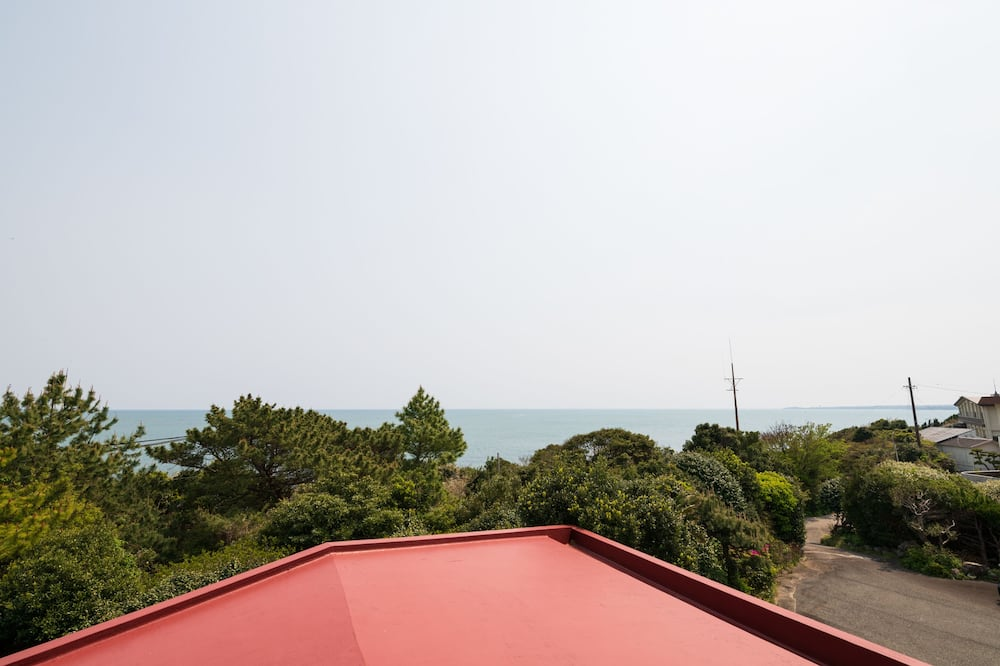 Japanese Room with Shared Washroom (7 pax) Smoking - Beach/Ocean View