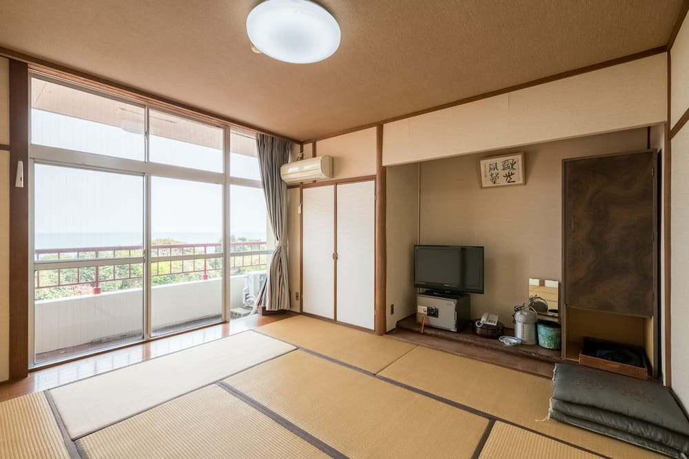 Japanese Room with Shared Washroom - Triple (Smoking) - Guest Room